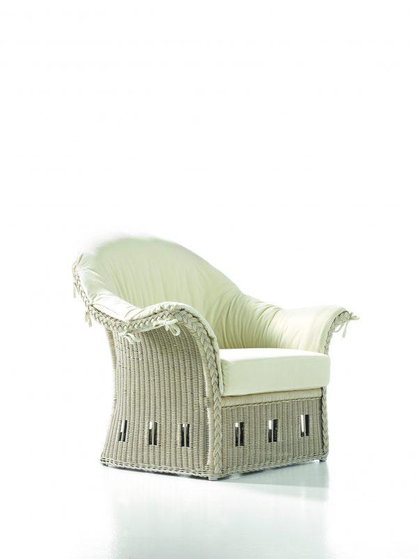 Violet Traditional armchair Bonacina 1889